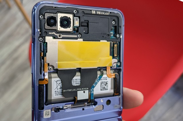 Uncovered upper panel of Galaxy Z Flip