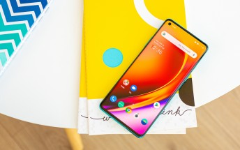 OnePlus 8 and 8 Pro receive their first software update