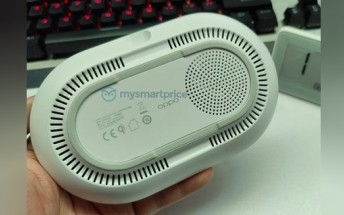 Oppo 40W AirVOOC wireless charger pictured