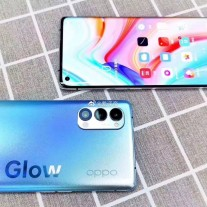 Oppo Reno4 phones in its Glow colors