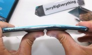 The OnePlus Nord cracks during bend test