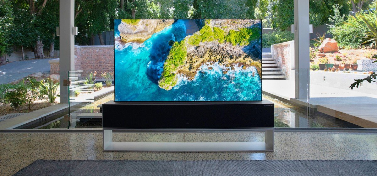 LG Signature OLED R, the 65