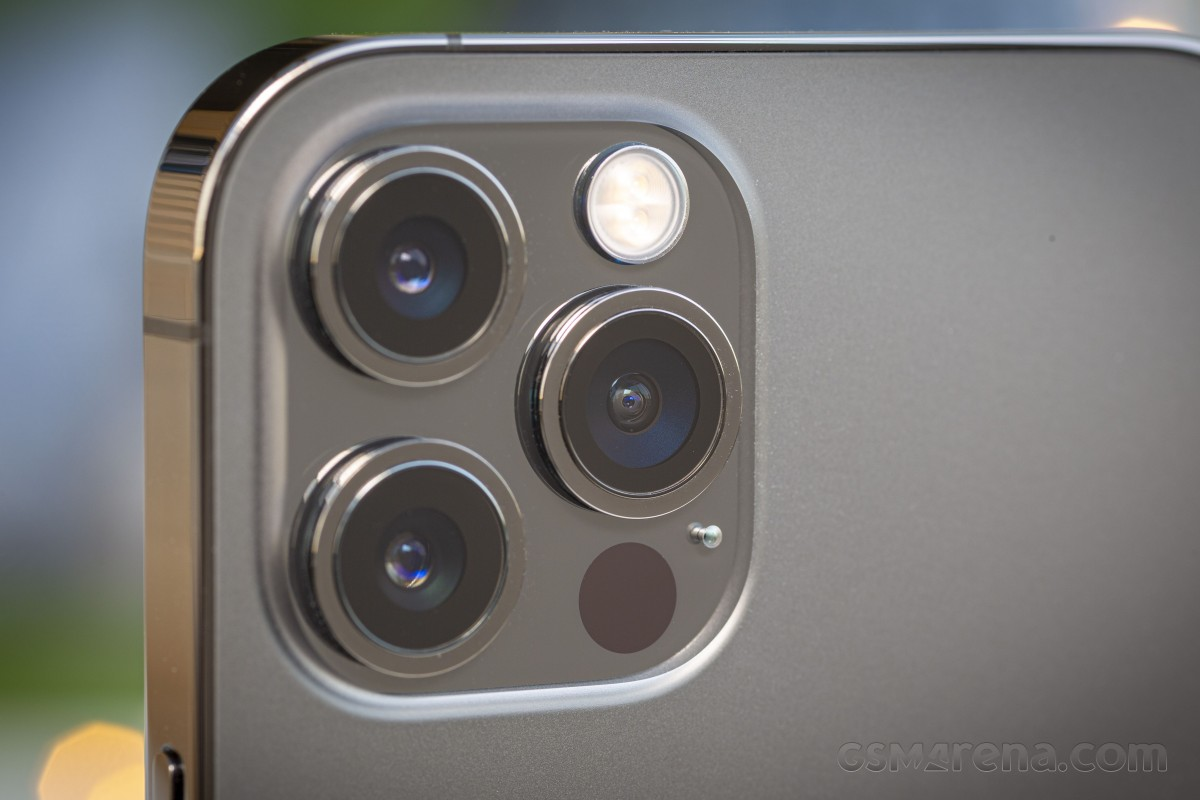 D on't expect the new 2.5x iPhone 12 Pro Max camera to be good in the dark