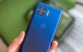 New Motorola with 5,000 mAh battery passes by FCC
