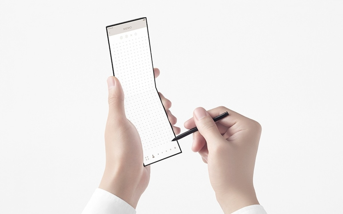 "Oppo introduces new ""slide"" concept phone with three hinges"