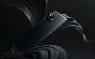 Xiaomi Mi 11 in White and Black