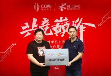 Yu Hang, Co-Founder and Senior Vice President of Nubia Technology, and Wu Dan, General Manager of Tencent Game Hardware, at the signing ceremony