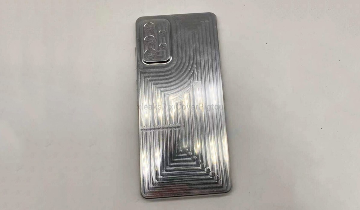 Samsung Galaxy A72 case mold reveals design