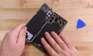 iFixit teardown shows the Samsung Galaxy S21 is easier to repair than the S20, still not perfect