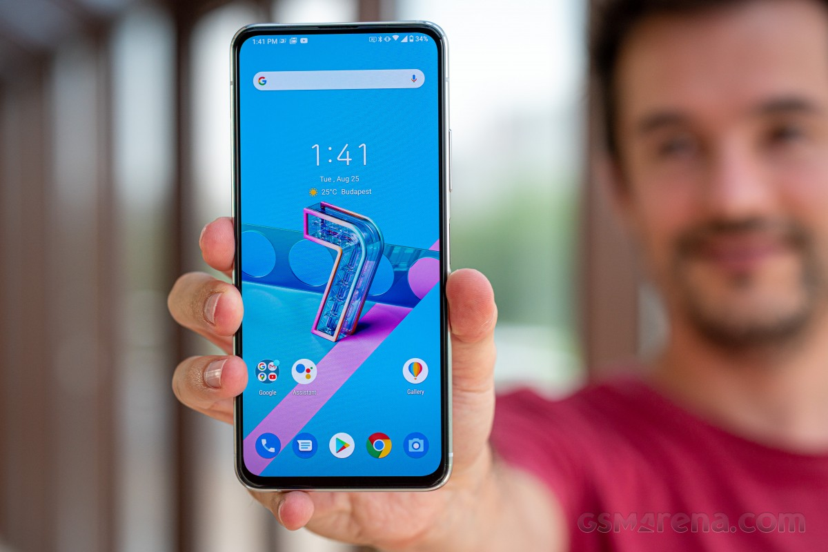 Asus Zenfone 7 and Zenfone 7 Pro are now receiving the Android 11 update