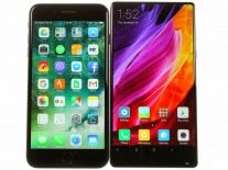 Xiaomi Mi Mix di samping iPhone 7 Plus