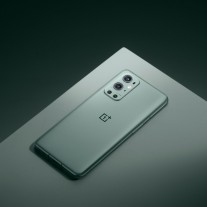 OnePlus 9 Pro in Pine Green