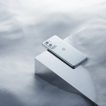 OnePlus 9 Pro in Morning Mist