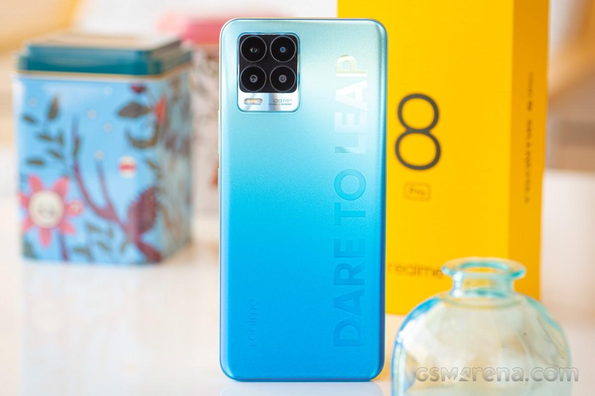 Посмотрите, изгибается ли Realme 8 Pro в этом тесте на долговечность