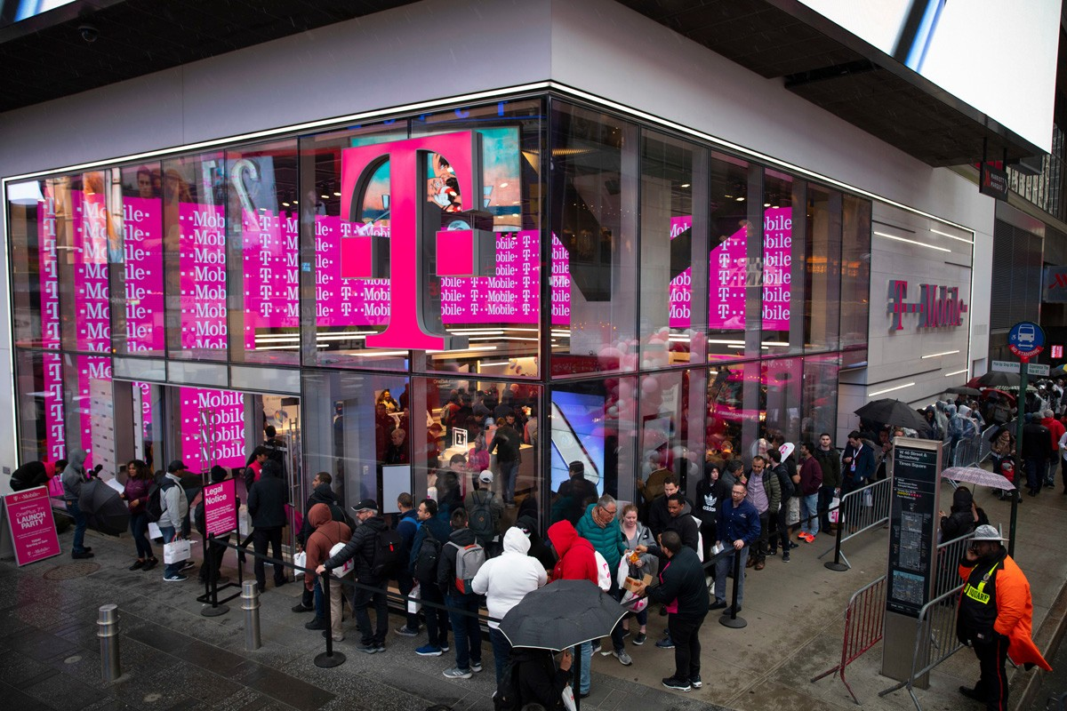 T-Mobile flagship store in Time Square as customers lined up for the OnePlus 7 Pro launch event (2019)