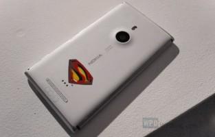 Nokia Lumia 925 Man of Steel édition limitée (disponible uniquement en Chine, 925 unités fabriquées)