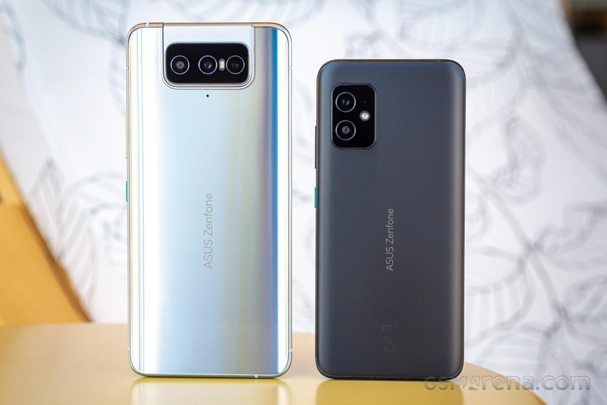 Asus Zenfone 8 Flip (left) with Zenfone 8 (right)