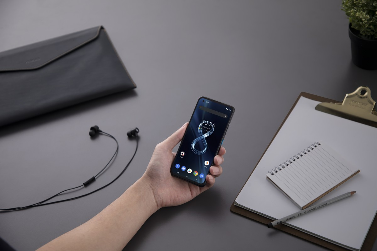 Hot take: Asus Zenfone 8 Flip and Zenfone 8