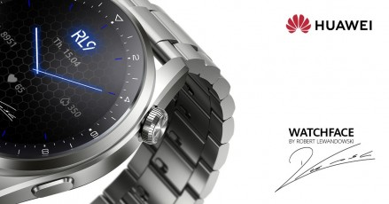 The special watch face was designed with Robert Lewandowski's input