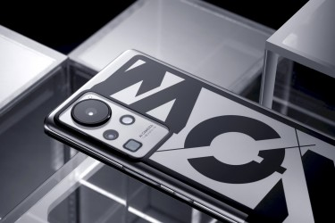 The concept phone also features a 135 mm periscope lens (up to 60x magnification with digital zoom)
