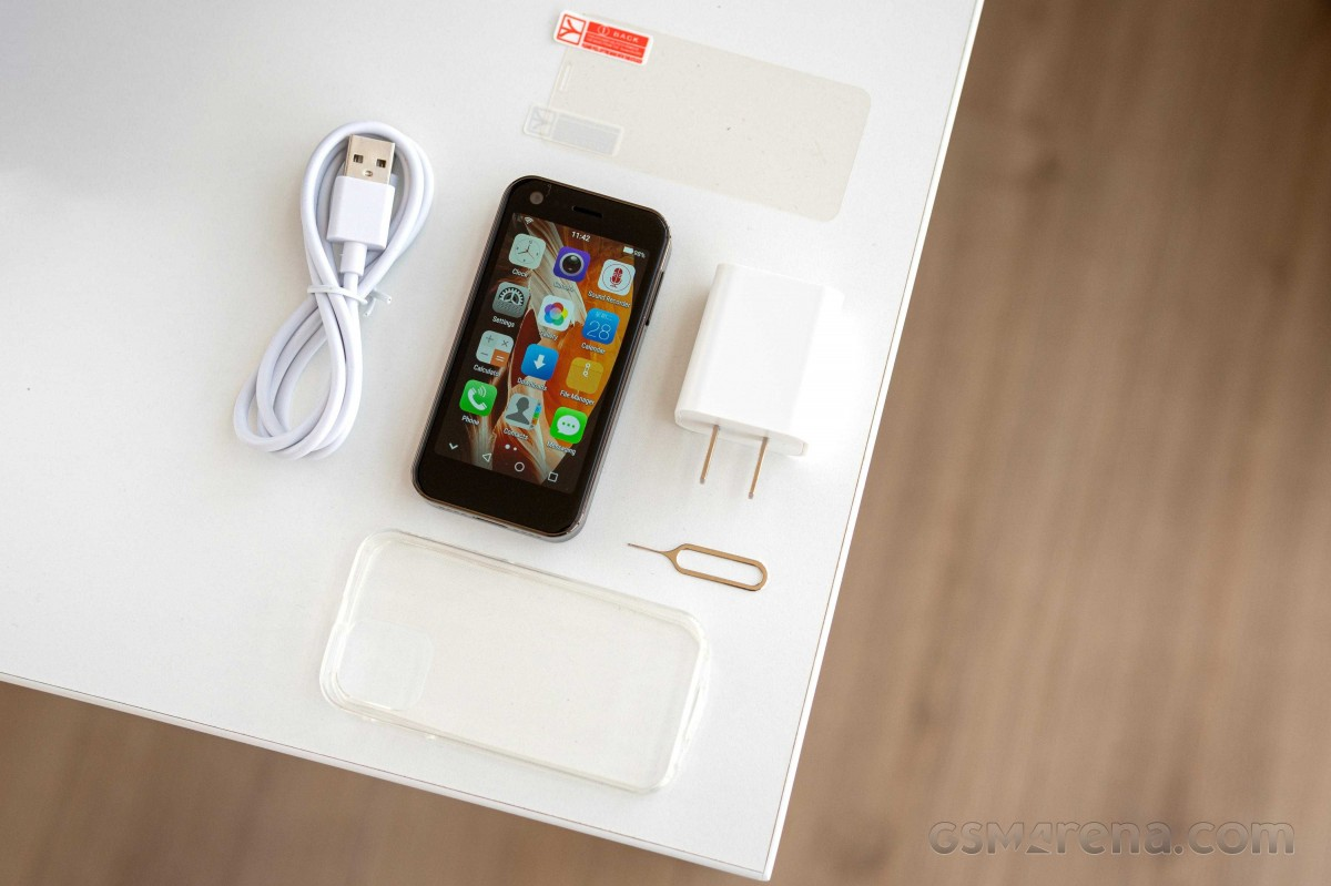 Mony Mint - The smallest 4G smartphone hands-on review