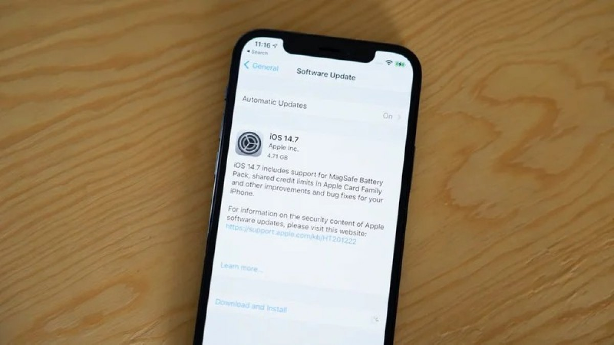 Apple releases iOS 14.7 with support for the MagSafe battery pack