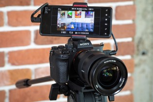 Using the Sony Xperia Pro as a monitor for a camera
