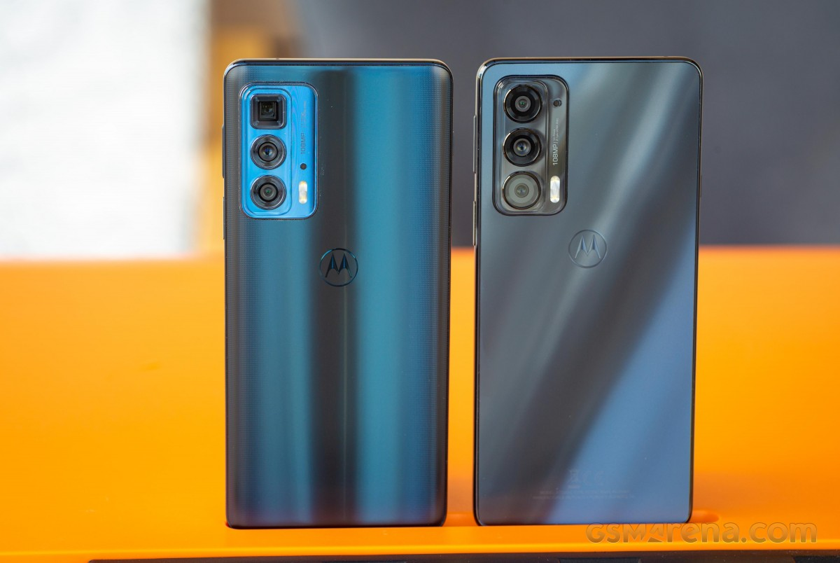 Motorola Edge 20 Pro (left) and Edge 20 (right)