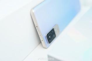 Xiaomi Civi in gradient blue (images: Weibo)