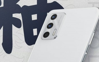 Realme GT Neo2T's design revealed in an official poster