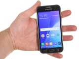 Samsung Galaxy J2 review: The Galaxy J2 in the hand