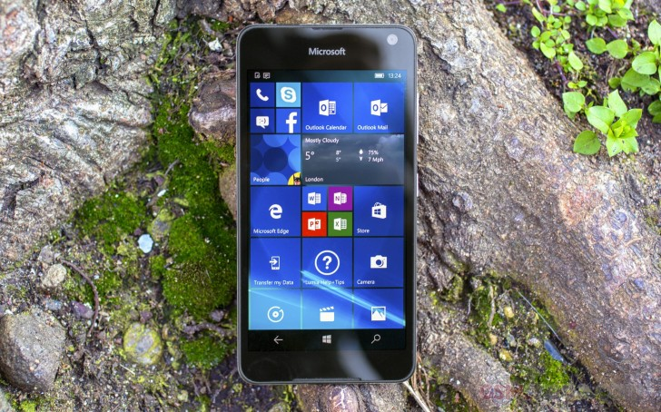 Dress for less Microsoft Lumia 650 review: Dress for less