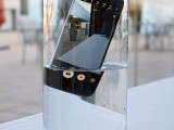 Galaxy S7 edge skinny dipping - MWC 2016 Samsung
