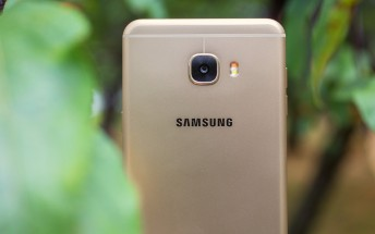 Samsung Galaxy C7 starts getting Android Nougat