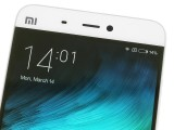 Above the screen - Xiaomi Mi 5 review