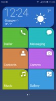 Simple homescreen with a tiled interface - Huawei P10 Plus review