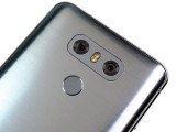 Ice Platinum looks like brushed steel, but isn't - LG G6 review