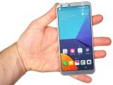 In the hand - LG G6 review