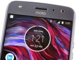 1 LED for flash, 1 LED for low battery notification - Motorola Moto X4 review