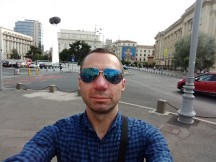 Moto Z2 Play selfie samples - f/2.2, ISO 100, 1/472s - Motorola Moto Z2 Play review