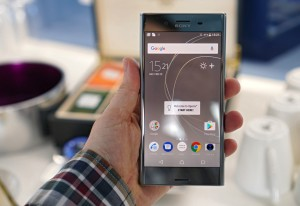 A heavy phone, but sturdy - Sony at MWC 2017