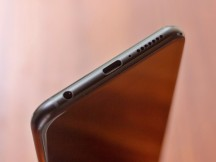 Bottom side - Asus Zenfone 5z review
