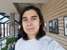 Normal selfie - f/2.0, ISO 64, 1/100s - Honor View 20 review