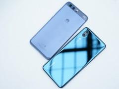 Huawei P20 next to the Huawei P10 - Huawei P20 hands-on review