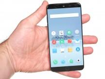 Meizu 15 in the hand - Meizu 15 review