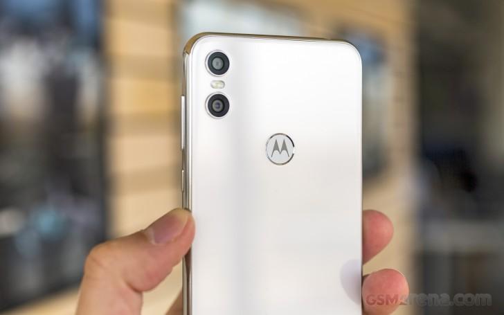 Motorola One review