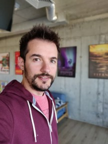 Portrait samples - f/1.7, ISO 400, 1/50s - Oneplus 6T review