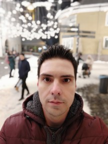 Pocophone F1 nighttime selfies, Portrait mode off/on - f/2.0, ISO 381, 1/25s - Pocophone F1 long-term review