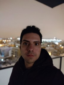 Pocophone F1 nighttime selfies, Portrait mode off/on - f/2.0, ISO 3968, 1/13s - Pocophone F1 long-term review