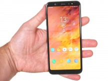 In the hand - Samsung Galaxy A6+ (2018) review
